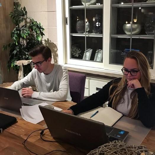 Bram en Eva aan het werk Happy Home